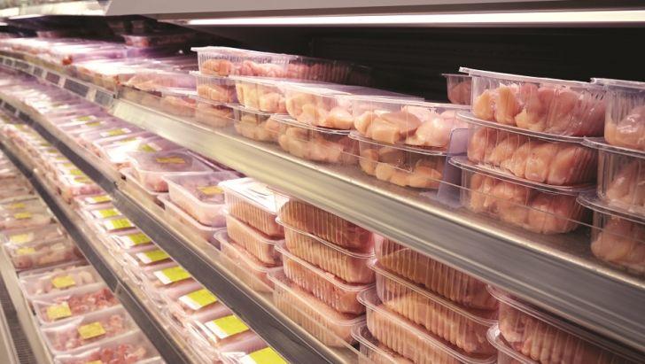 مردم نمیتوانند گوشت بخرند، مرغ را از آنها نگیریم