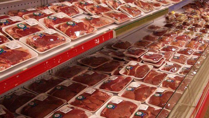 عرضه گوشت قرمز ۵۰ هزار تومانی در فروشگاههای زنجیرهای