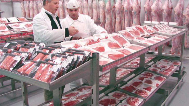 آغاز فروش گوشت تنظیم بازاری در فروشگاههای زنجیرهای