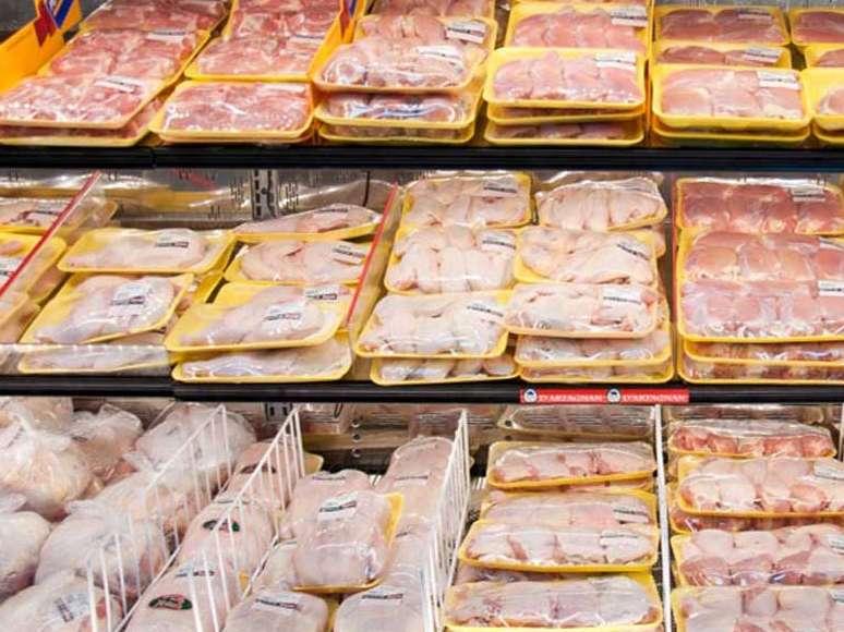 واردات ۱۲۰ هزارتن مرغ به کشور تصویب شد
