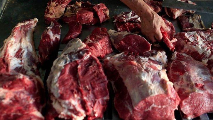 کاهش ٤ درصدی تولید گوشت در کشتارگاههای رسمی