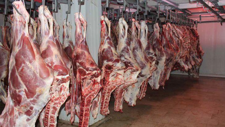 کاهش ٨ درصدی تولید گوشت در کشتارگاههای رسمی کشور