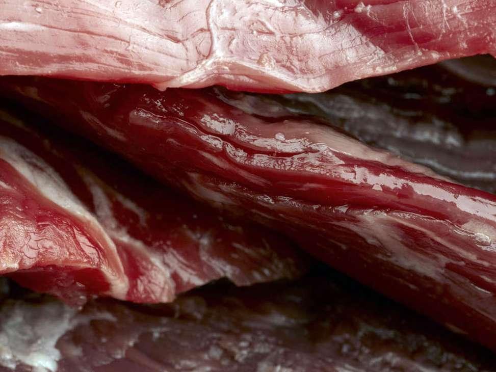 15تن گوشت قرمز یارانه ای در کهگیلویه توزیع شد
