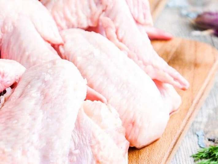 حجتی: مرغ بیش از 10 هزار تومان اجحاف در حق مشتری است