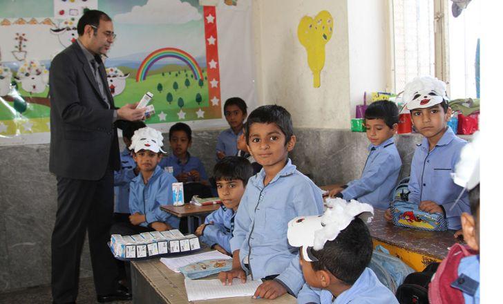 چرا شیر در مدارس تهران توزیع نمی شود؟